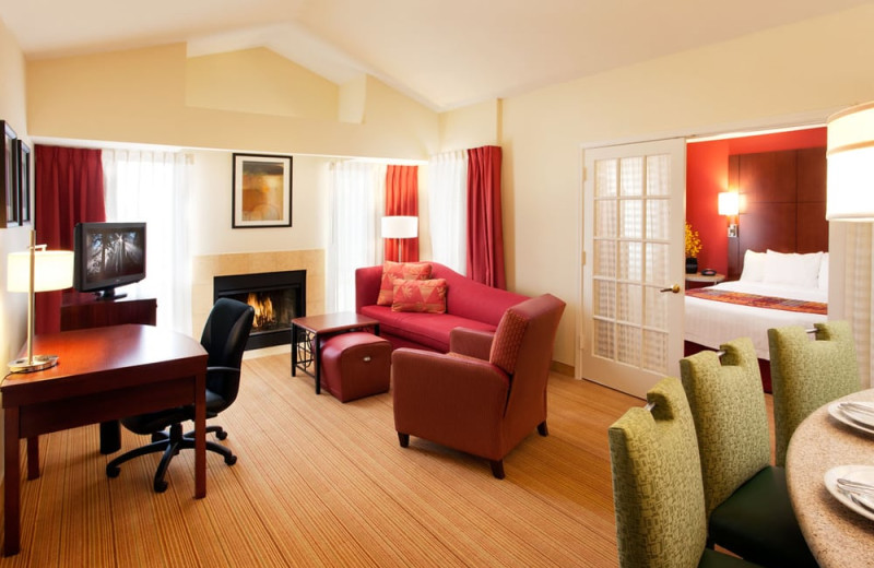 Guest room at Residence Inn by Marriott Tempe.