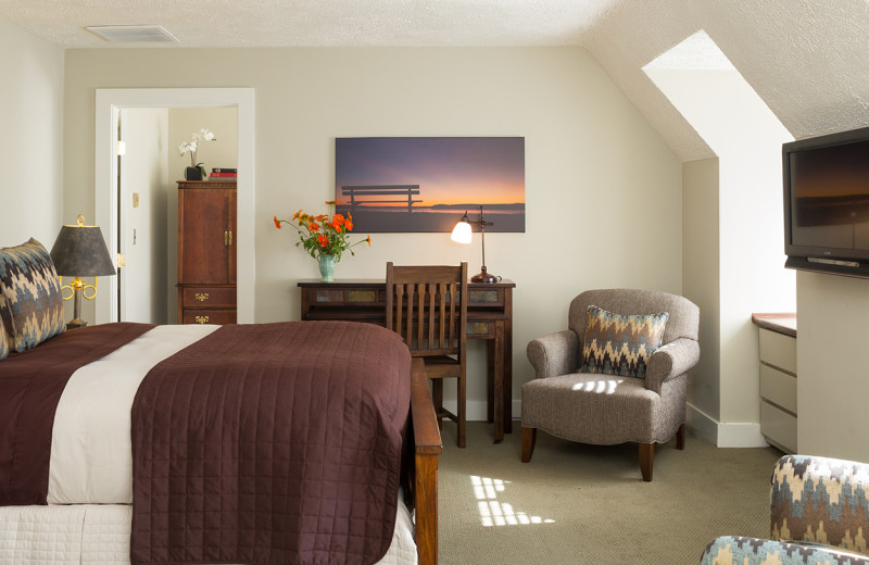 Guest room at The Settlers Inn.