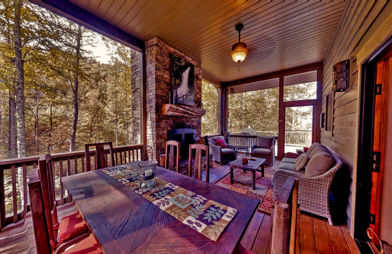 Screened Porch, Pond House, Timber Frame Rentals