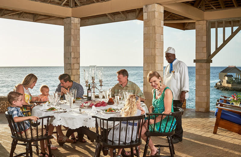Guest dining at Bluefields Bay Villas.