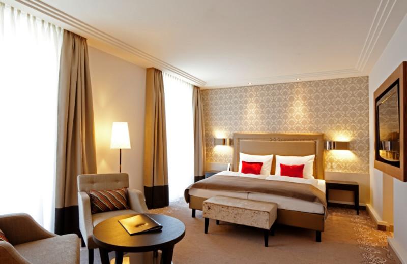 Guest room at Steigenberger Drei Mohren.