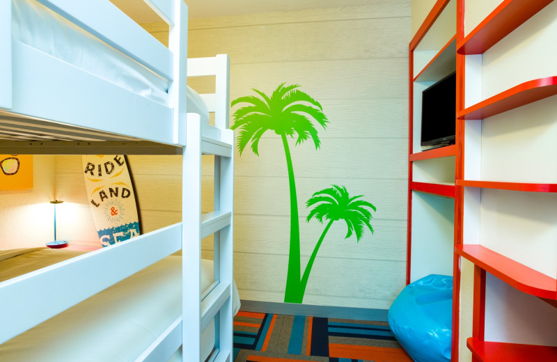 Guest bunk beds at Holiday Inn Resort Orlando Suites - Waterpark.