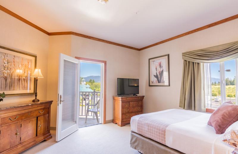Guest room at Skagit Valley Casino Resort.