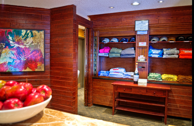 Gift shop at Ascend Hotel Collection-The Woodlands Inn.
