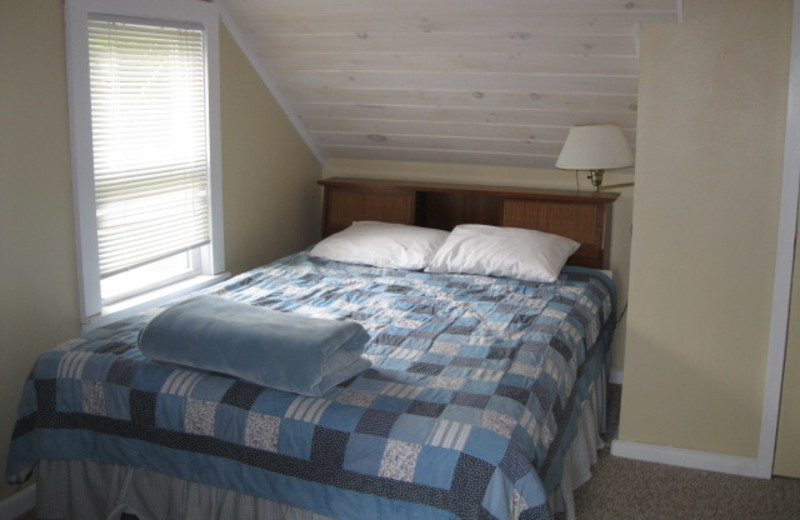 Cottage bedroom at Glen Craft Marina and Resort.