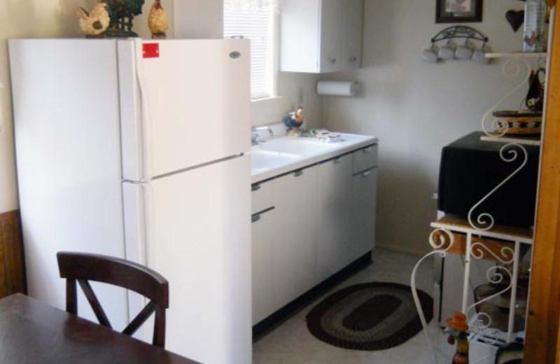 Cottage kitchen at Blue Horizon Lodge.