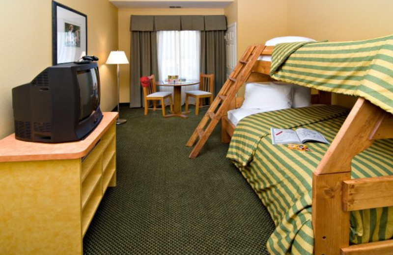 Bunk bed family suite at Wild Woods Indoor Water Park Holiday Inn.