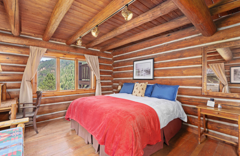 Hilltop Cabin bedroom at Red Horse Mountain Ranch.