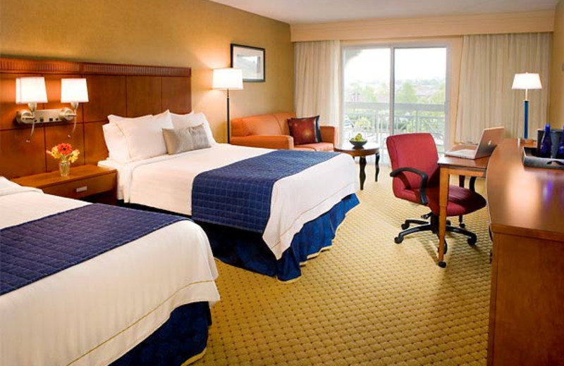 Guest room at Courtyard by Marriott Novato Marin/Sonoma.