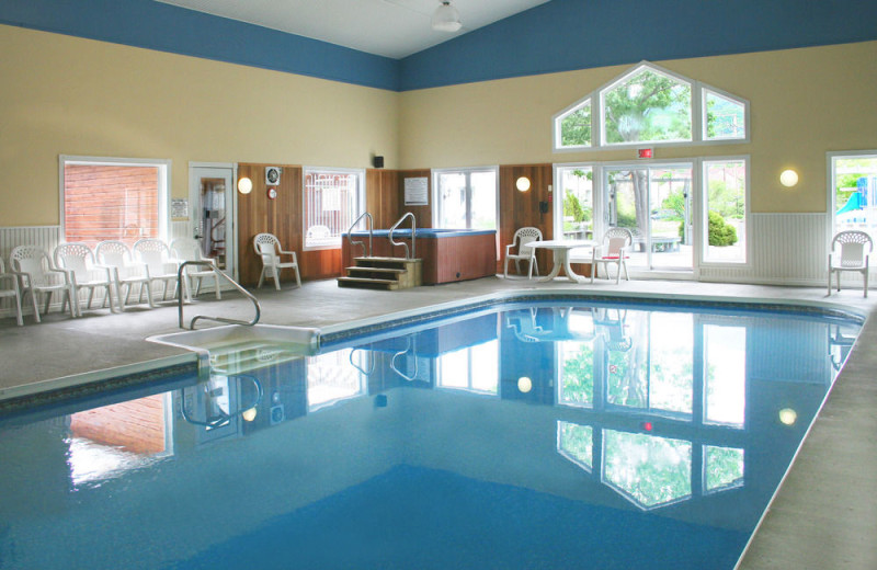 Indoor pool at Hebergement Mont-Sainte-Anne.