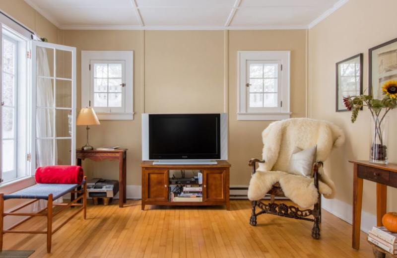Cottage living room at GO-Cottage.