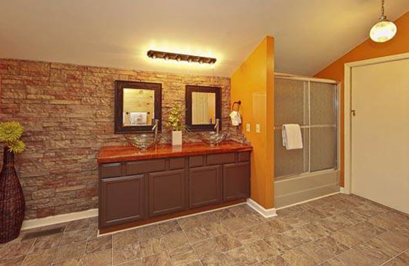 Cabin bathroom at Cabins For You.