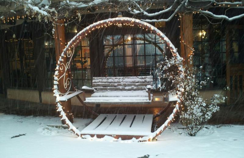 Swing in snow at Inn on La Loma Plaza.