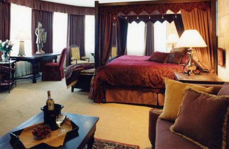Guest room at The Prestige Hotel Kelowna.