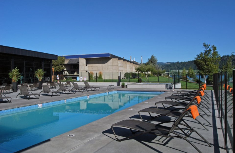 Pool And Lounge Chairs at  Hood River Inn