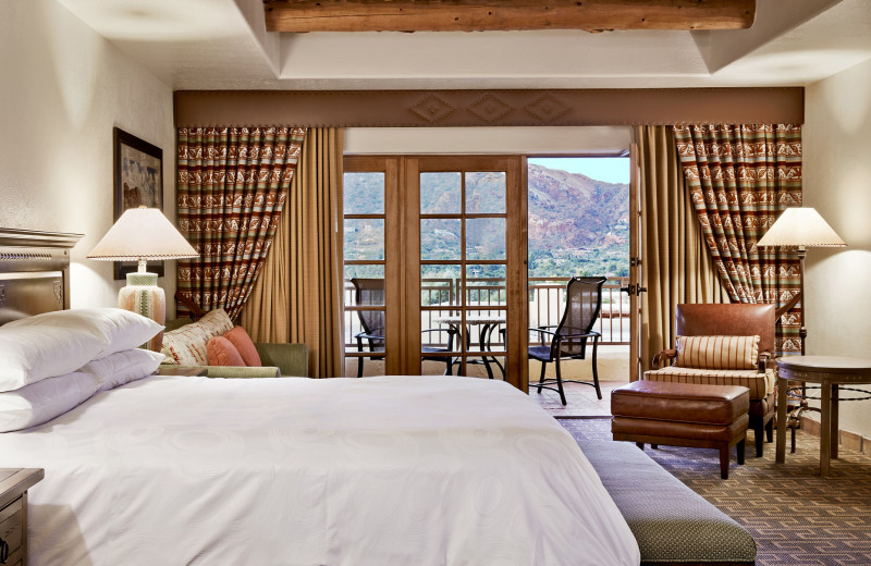 Guest room at JW Marriott Camelback.