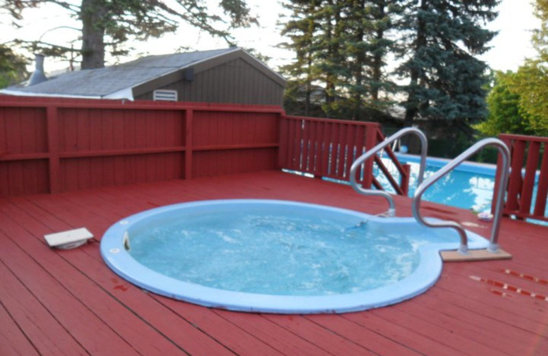 Hot tub at Acra Manor Resort.