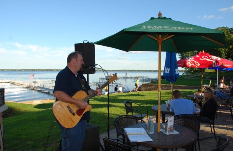 Live music at Quarterdeck Resort.