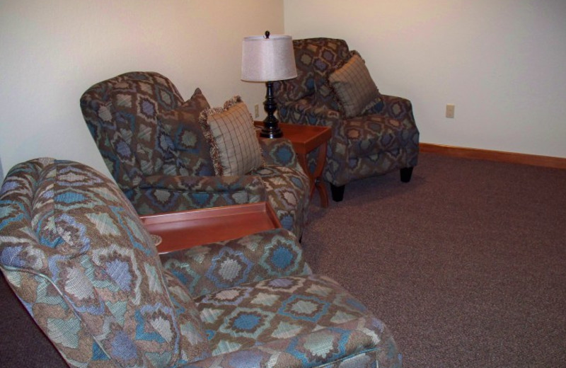 Guest sitting area at Canyon Lake Resort.