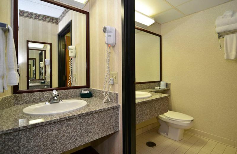 Guest Bathroom at Best Western Center Pointe Inn