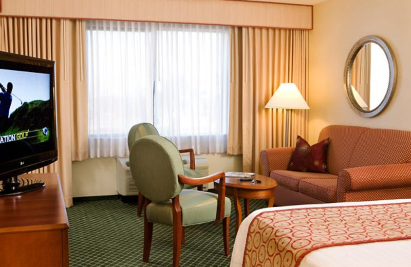 Guest room at Courtyard by Marriott Newark- Silicon Valley.