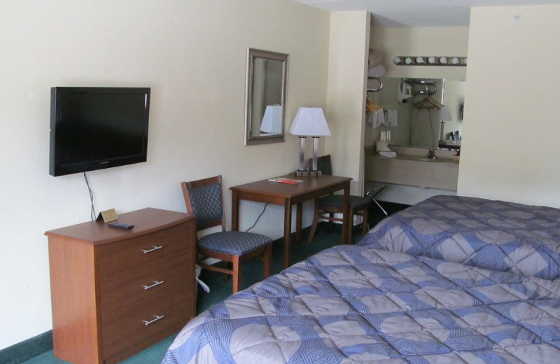 Guest room at Castle Rock Resort and Waterpark.