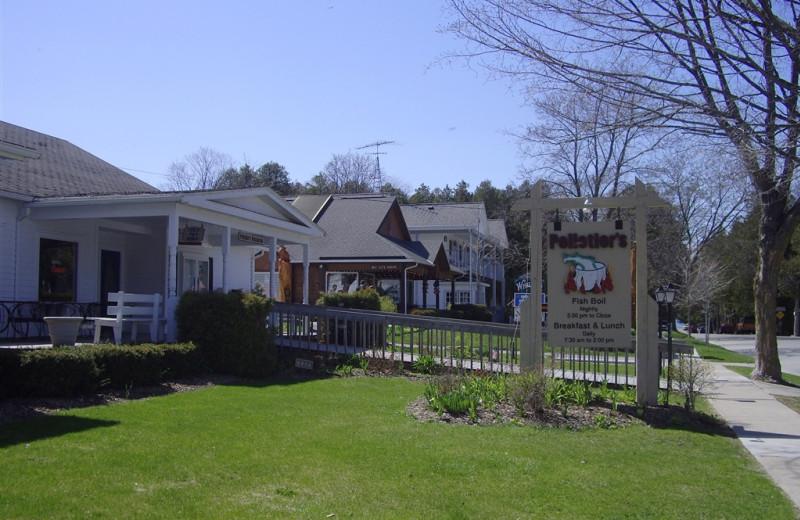 Restaurants near Parkwood Lodge.
