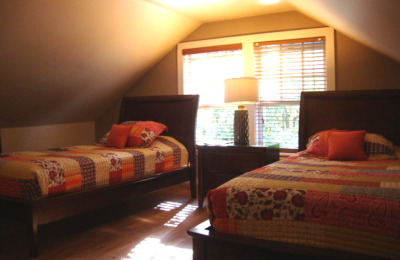 Twin guest bedroom at L'Habitation Guest House.