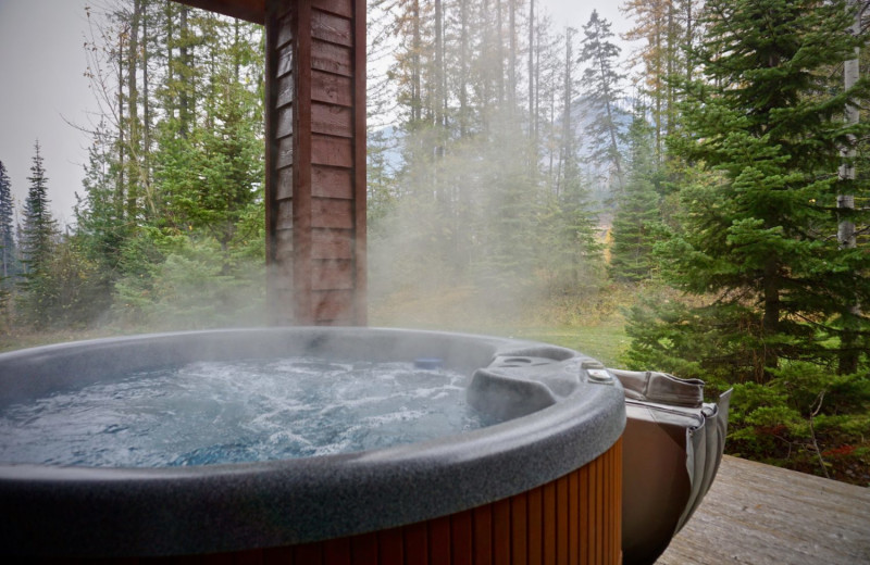 Rental hot tub at Fernie Central Reservations.