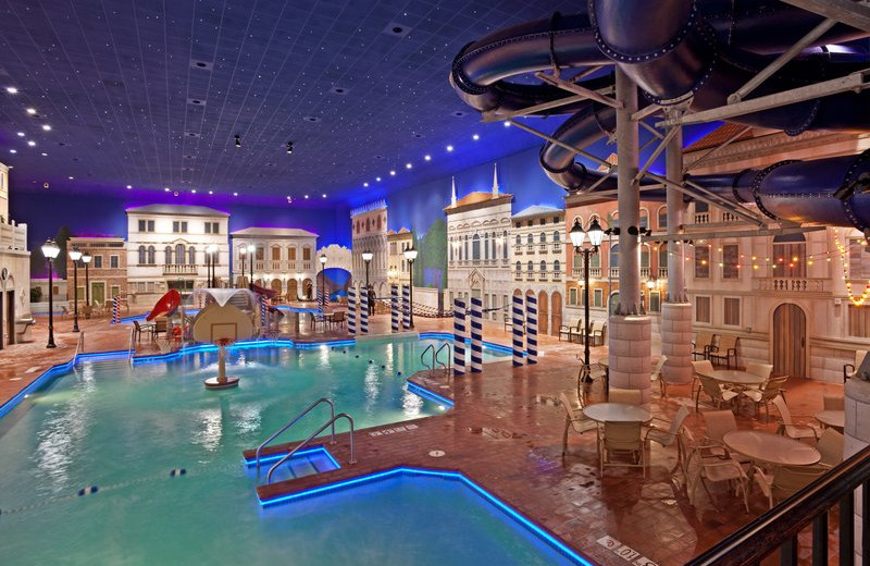 Indoor pool at Holiday Inn Hotel & Suites Maple Grove.