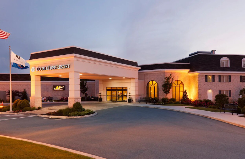 Exterior view of DoubleTree Resort by Hilton Hotel Lancaster.