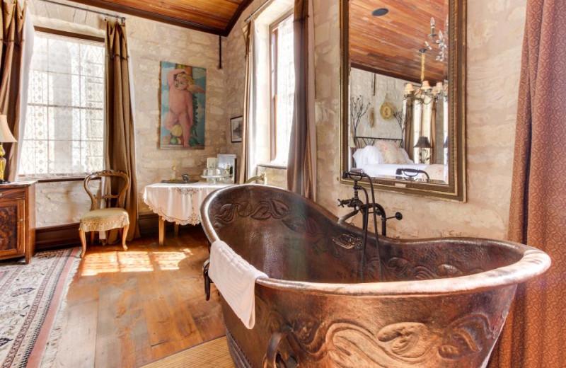 Rental bath tub at Vacasa Fredricksburg.