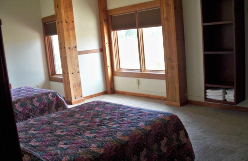 Guest bedroom at Canyon Lake Resort.