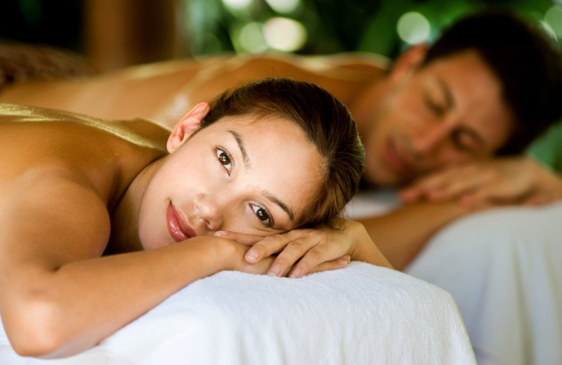 Couple's massage at EuroSpa & Inn.