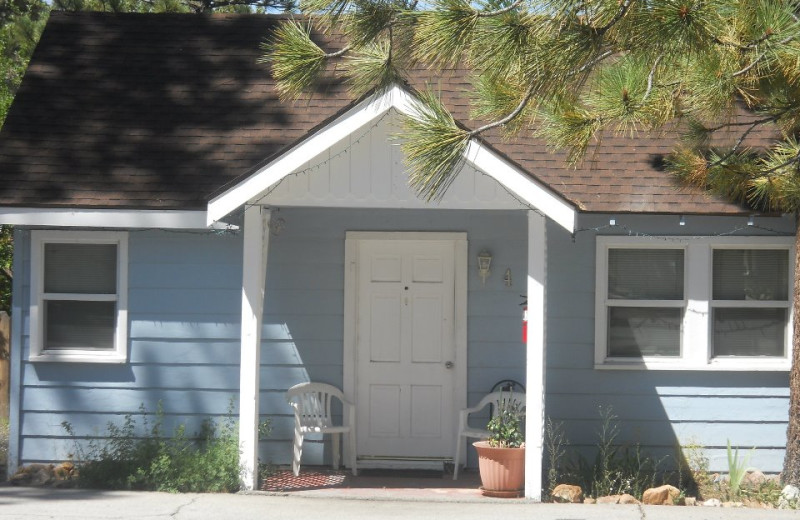 Cottage exterior at Blue Horizon Lodge.