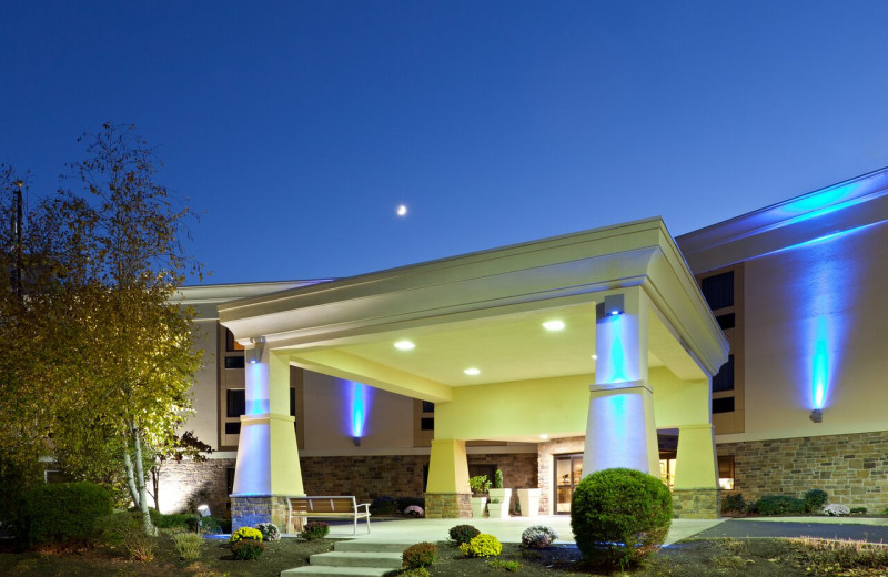 Exterior view of Holiday Inn Express Hershey.