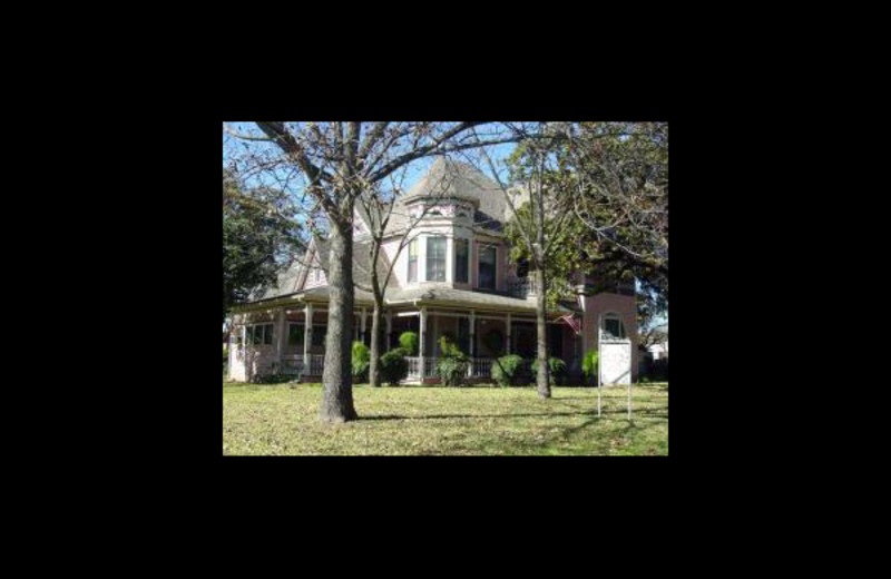 Exterior view of Rose Anglin Bed & Breakfast.