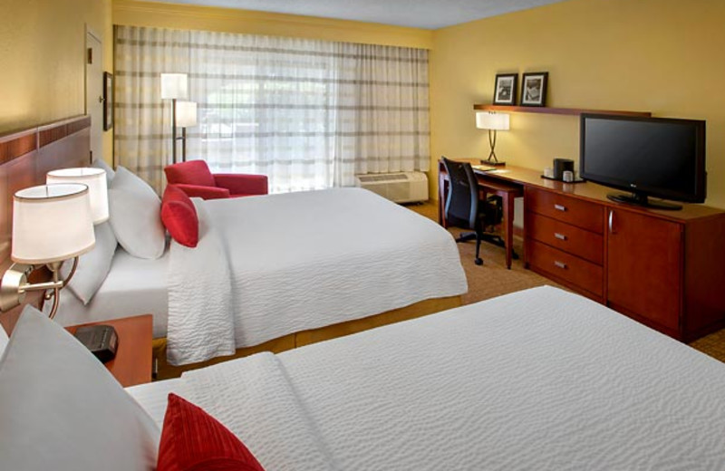Guest room at Courtyard by Marriott Lincroft Red Bank.
