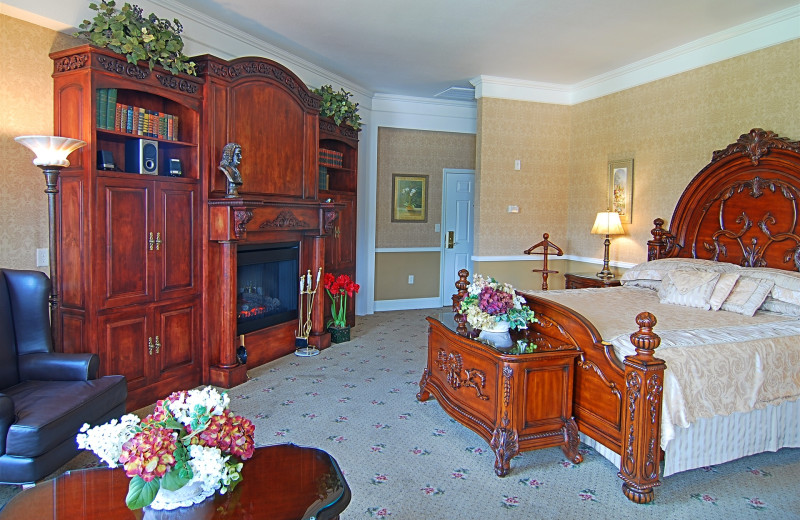 Governor's Suite is the best of the best, our favorite.  It's at the top of the turret.  The UltraBath therapy tub has a fireplace & tv at it's foot at The Ashley Inn.