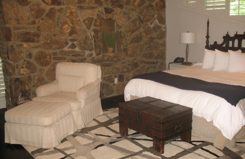 Guest room at Red Apple Inn and Country Club.