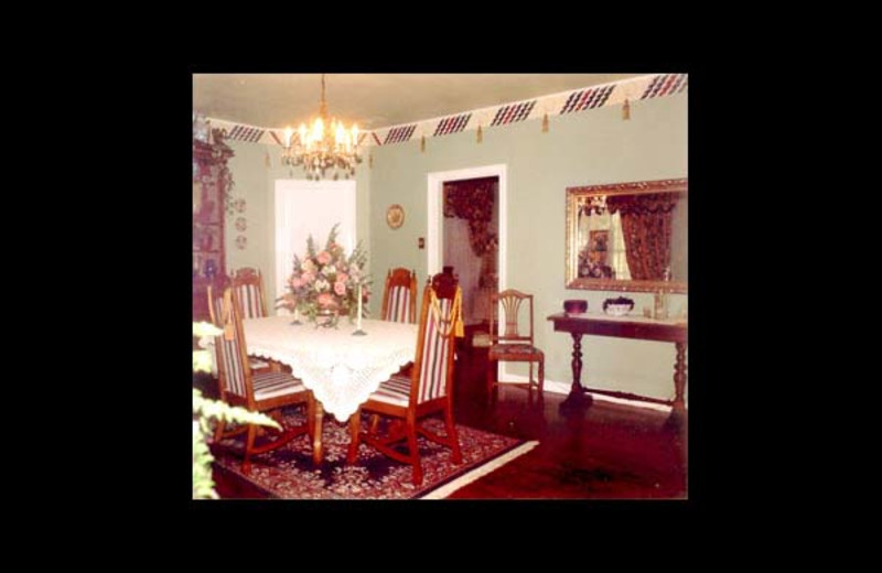 Dining room at Chilton Grand Bed & Breakfast.