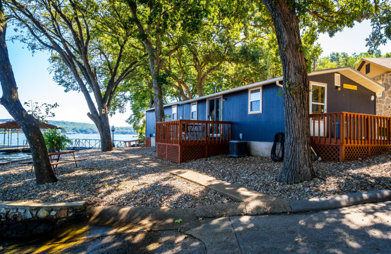 Lakefront cabins at Point View Resort