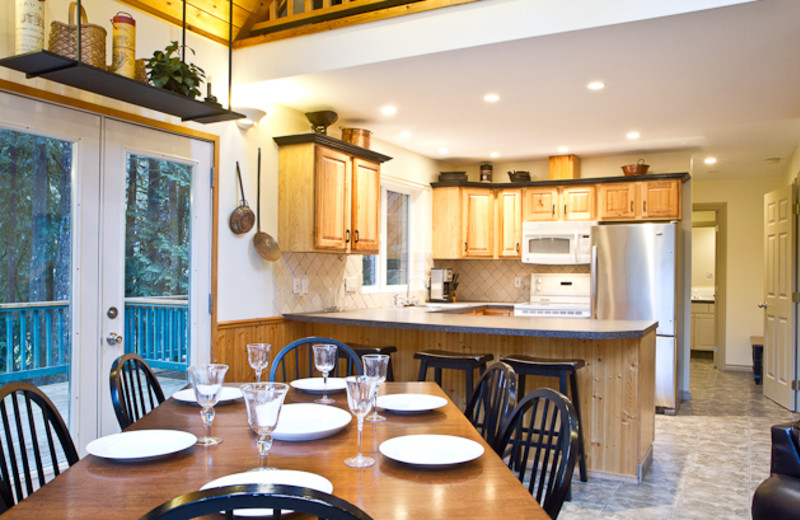 Rental kitchen and dining at Luxury Getaways.