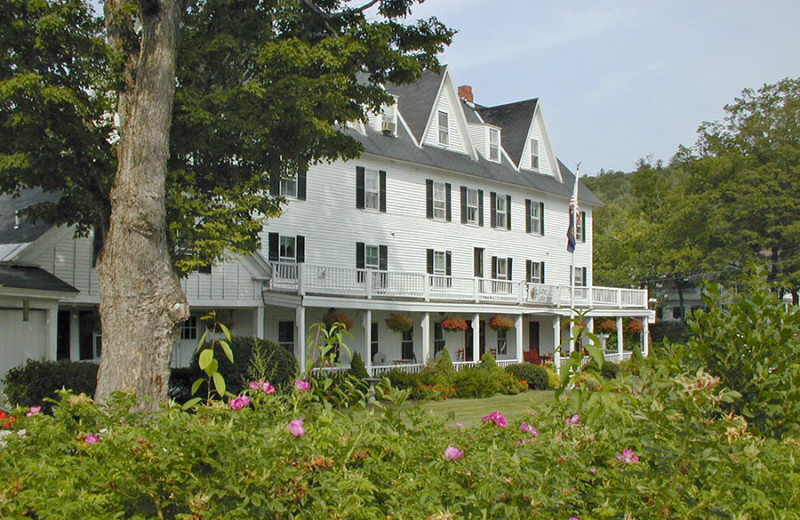 Exterior view of Echo Lake Inn.