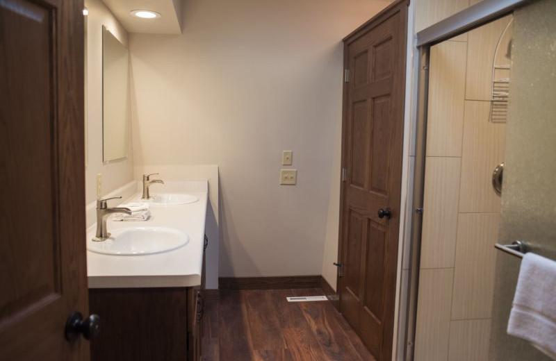 Rental bathroom at Sand County Service Company - Dellview Lake Lodge.