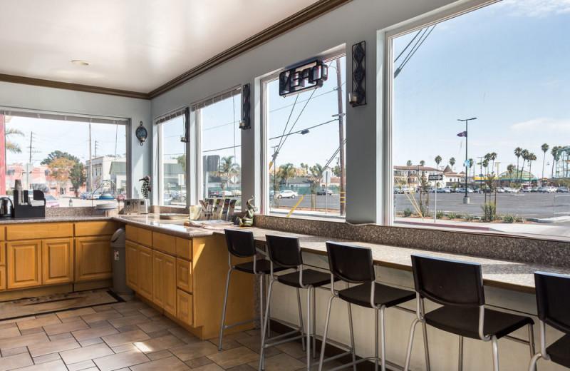 Dining area at Aqua Breeze Inn.