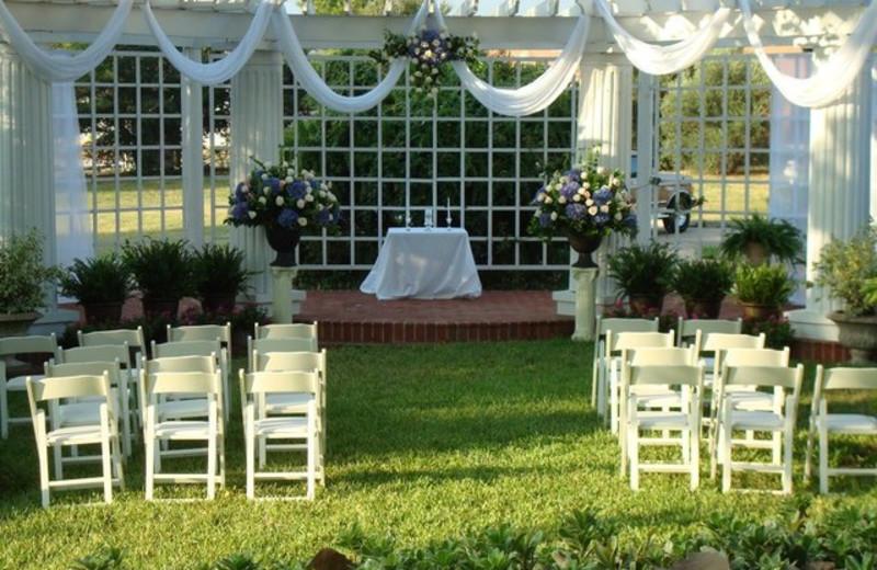 Wedding at Ant Street Inn.