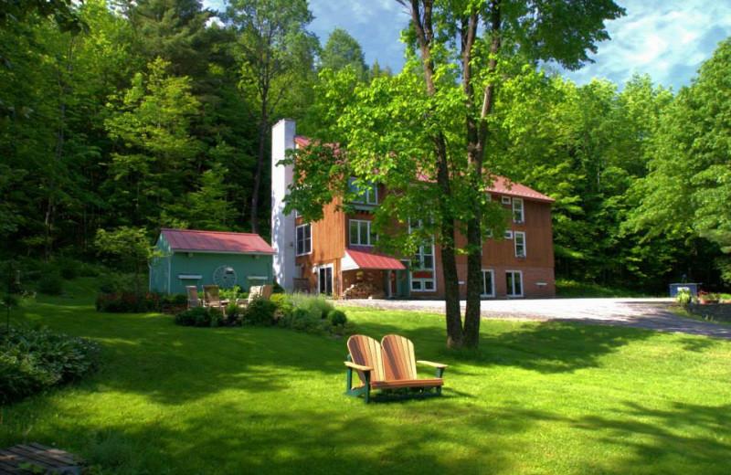 Exterior view of Weathertop Mountain Inn.