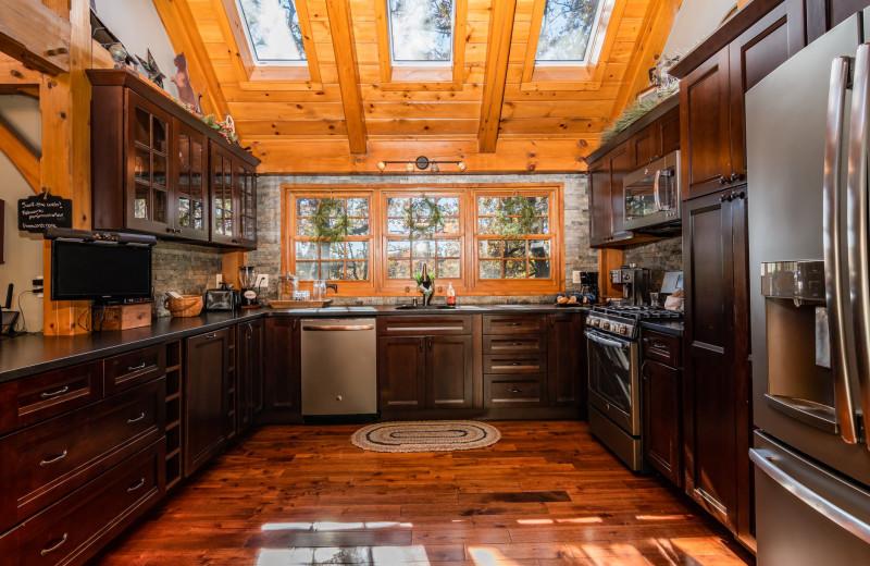 Rental kitchen at Amazing Branson Rentals.