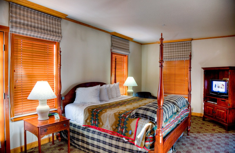Guest room at The Heathman Lodge.